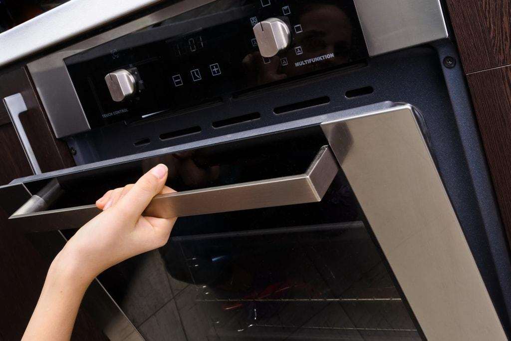 Choosing the Right Wall Oven: Useful Tips and Tricks